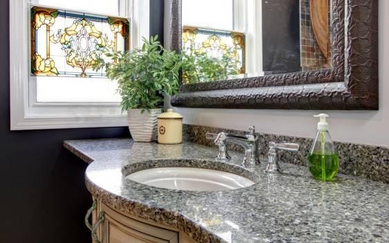 Kwiaty do łazienki – jak wybrać rośliny?