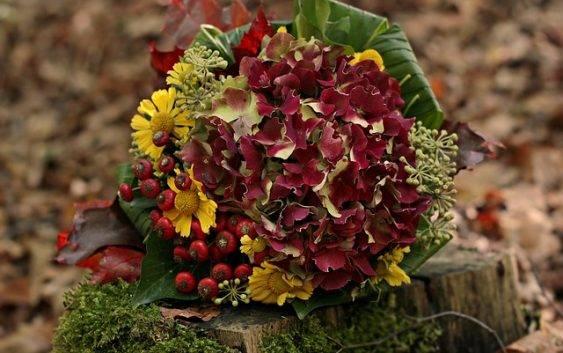 Kompozycje kwiatowe na cmentarz