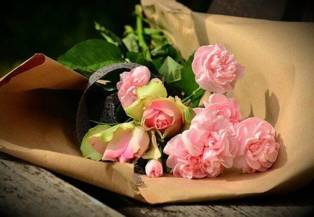 Czy kwiaty daje się w papierze?
